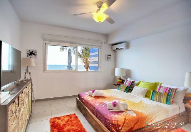 Apartment in Saint-François - Sea Side